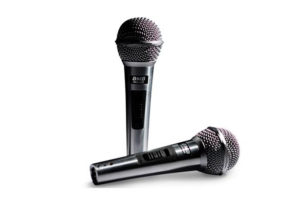 lua-chon-micro-cho-dan-karaoke-chung-cu-001
